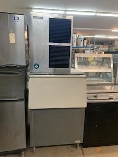 500 LB Hoshizaki Ice Machine with Bin